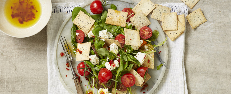 Rocket-tomato-and-goats-cheese-salad